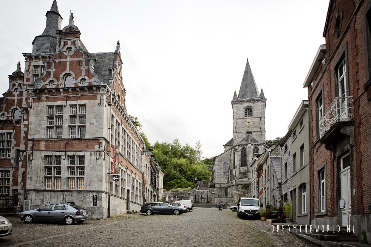 Bouvignes sur Meuse op fietsroute van Namen naar Dinant