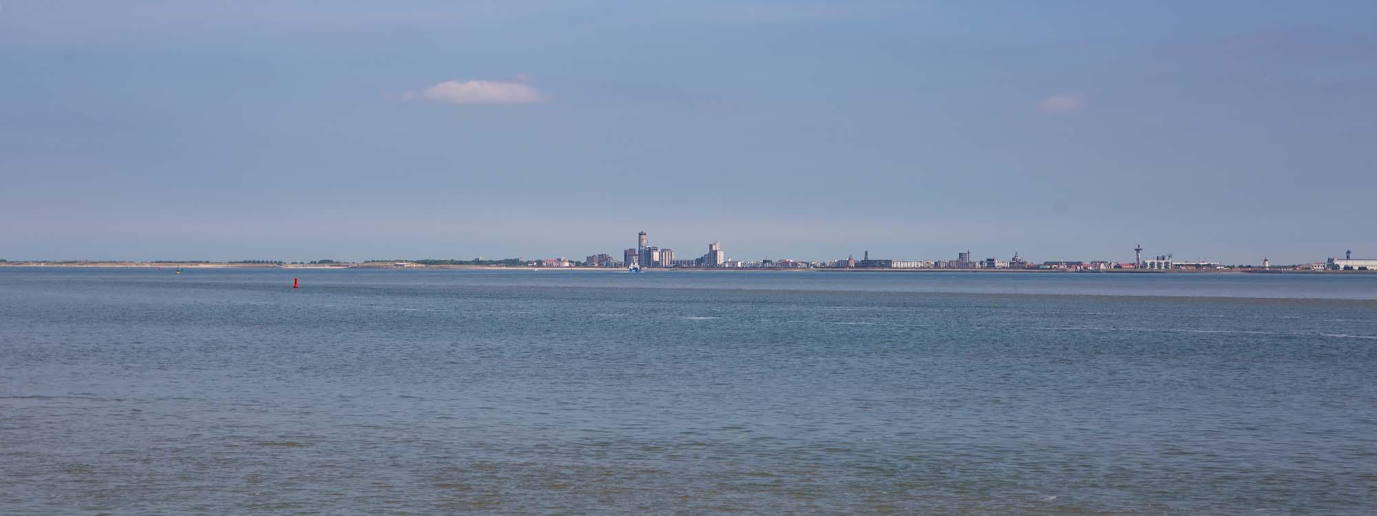 Skyline Vlissingen. Fietsen langs de kust in west Zeeuws-Vlaanderen