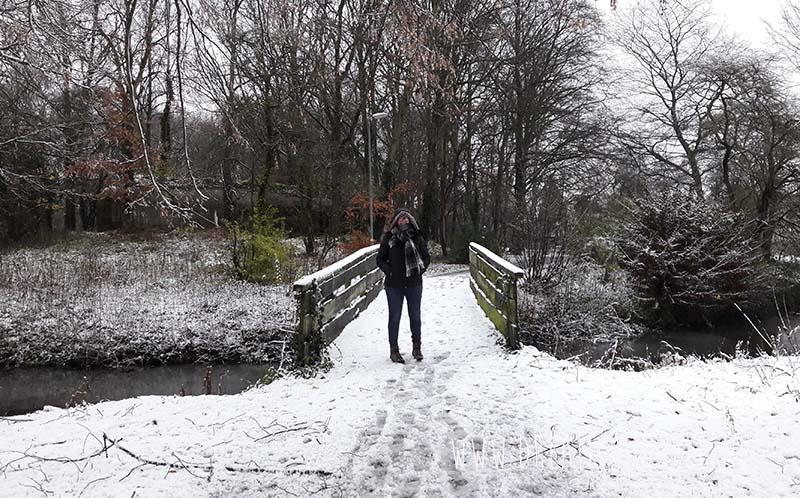 Wandelen in de winter, warm blijven met sjaal, muts en handschoenen